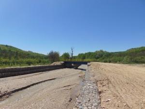 Constructie pod auto DJ 678 E, Sat Ciresu la confluenta paraului Lungoțu cu paraul Launele
