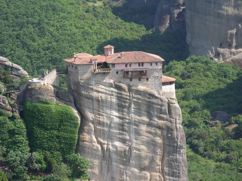 Valcea Are Două Meteore Sfintele Mănăstiri Arnota Si Varful